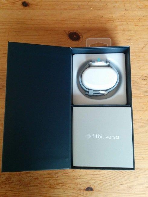 Fitbit Versaの箱の中身
