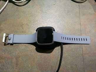 Fitbit Versa充電中